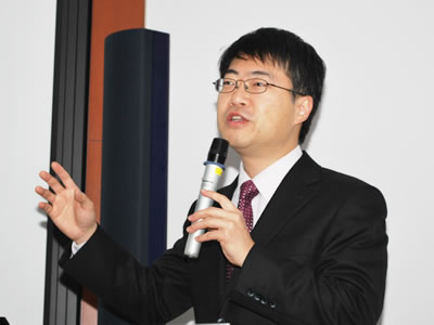 Photo: Dr. SOMEYA Takao