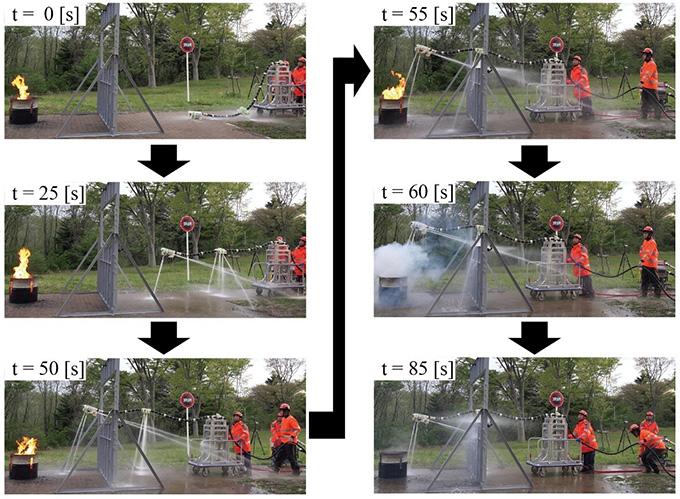 図3 開発したロボットによる消火実験の様子
