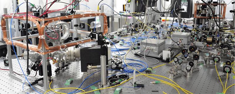 図2 結合共振器量子電気力学系の実験装置